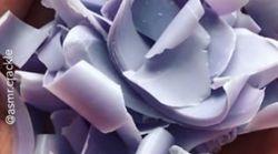 Ένα νέο φετίχ έχει αναδειχθεί online: το κόψιμο