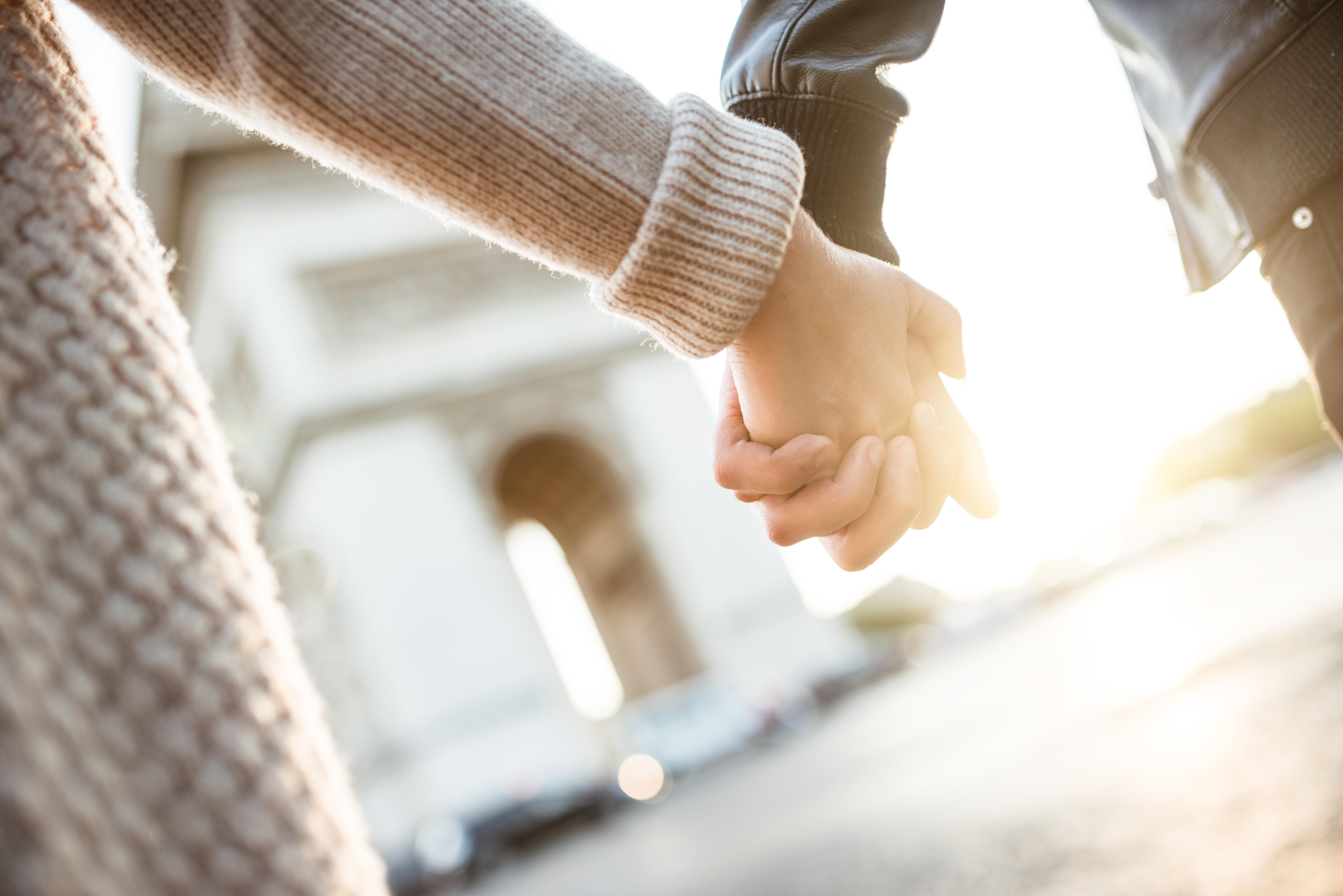 Vater (42) schwängert Tochter (20) und verlässt seine Frau