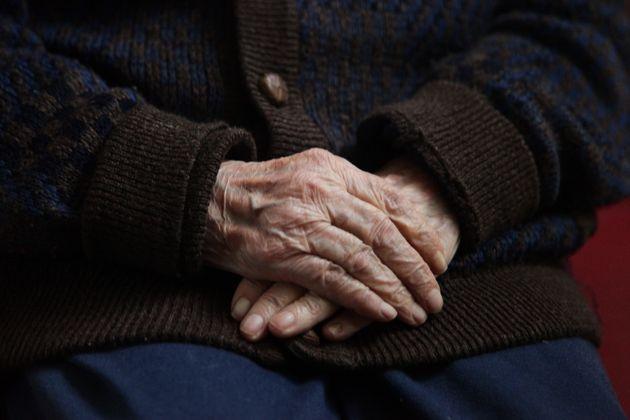 Ιδιοκτήτης γηροκομείου στην Αγία Παρασκευή εγκατέλειψε στην τύχη τους  ηλικιωμένους και 7d99854d945