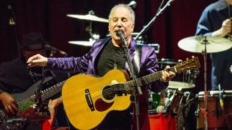 LONDON, ENGLAND - NOVEMBER 07:  Paul Simon performs  at Royal Albert Hall on November 7, 2016 in London, England.  (Photo by Rob Ball/WireImage)