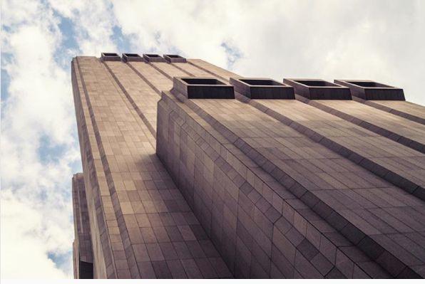 Mitten in New York steht ein fensterloser Wolkenkratzer – über das Innere gibt es nur