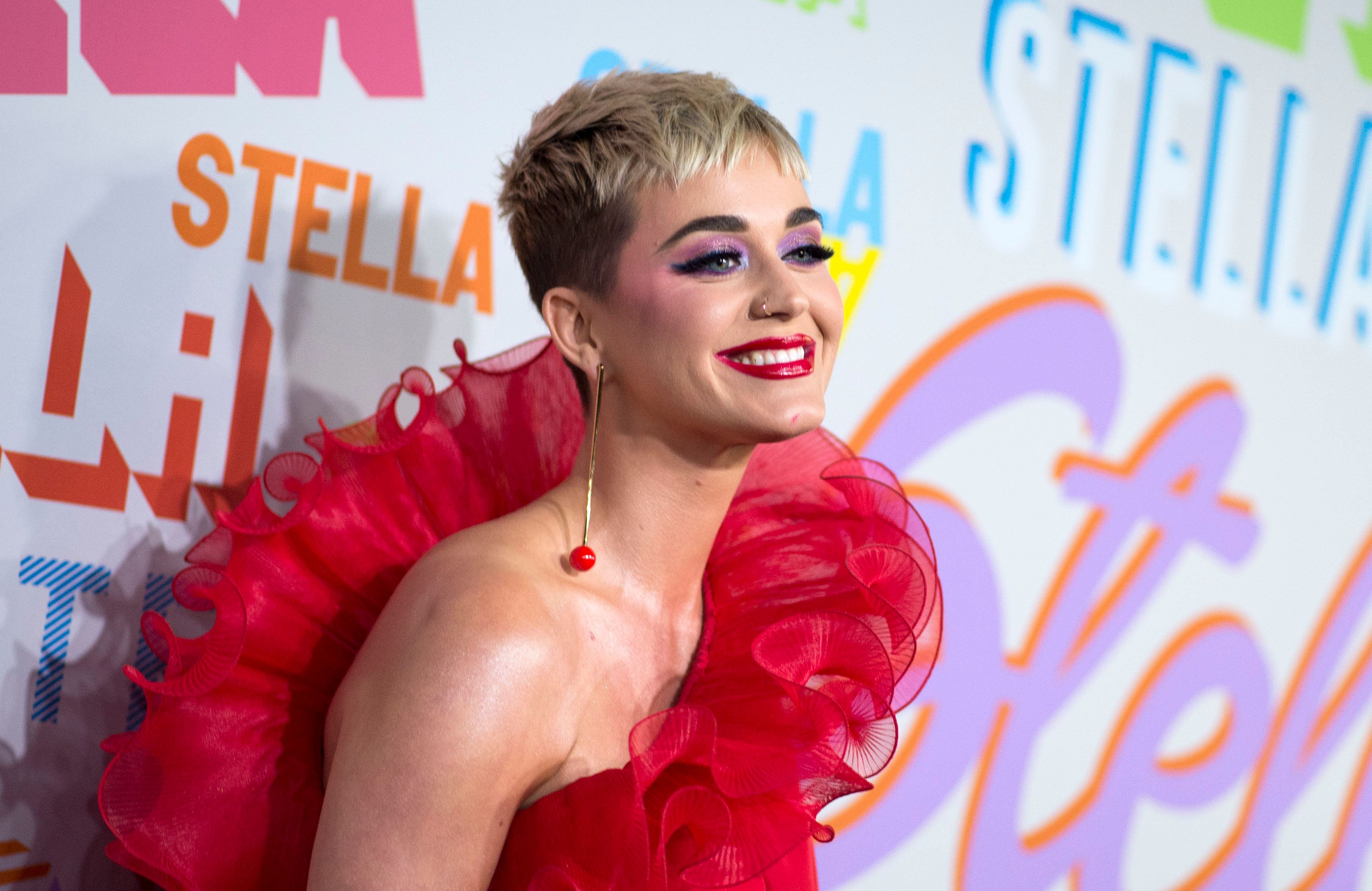 Singer Katy Perry attends the Stella McCartney Autumn 2018 womenswear collection and Autumn Winter 2018 menswear collection on January 16, 2018, in Hollywood, California. / AFP PHOTO / VALERIE MACON        (Photo credit should read VALERIE MACON/AFP/Getty Images)