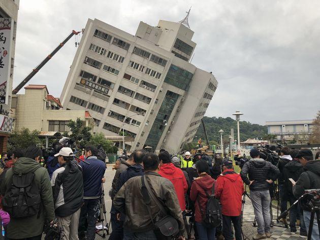Τουλάχιστον 4 νεκροί και 146 αγνοούμενοι από τον σεισμό των 6,4 Ρίχτερ στην