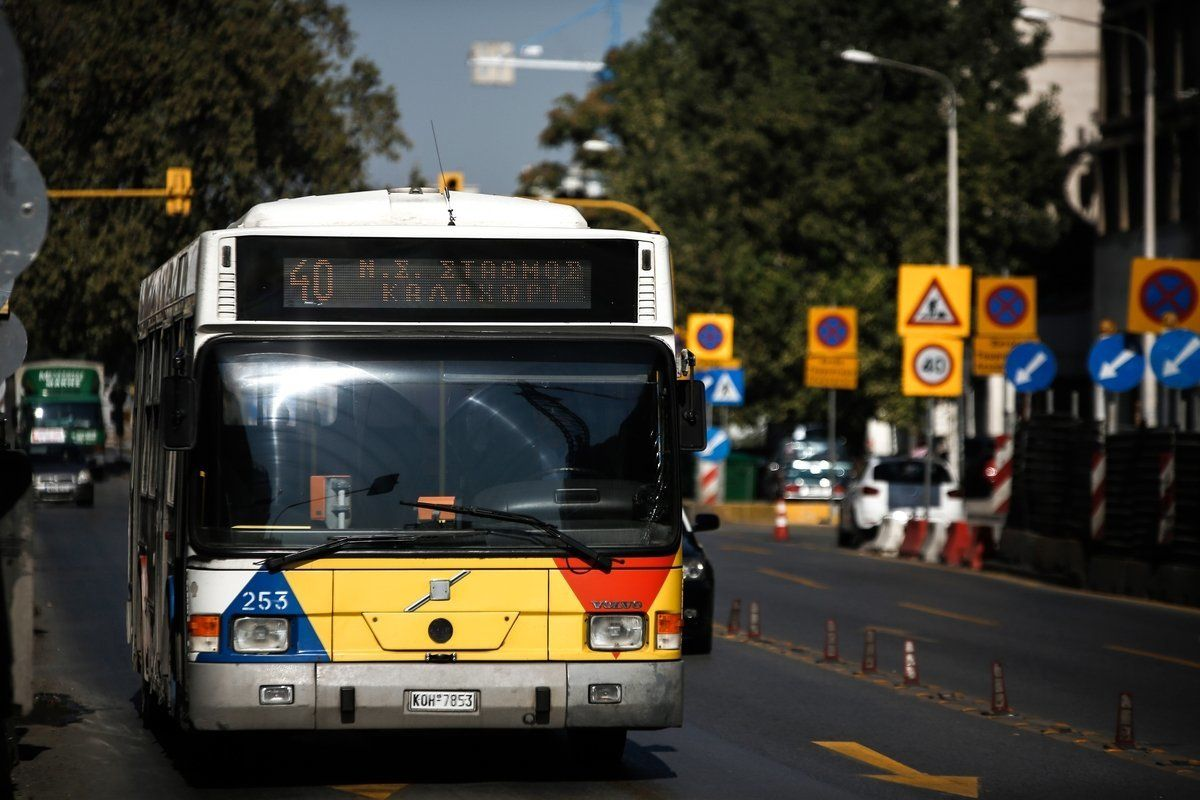 Ο «λαθρεπιβάτης» της Θεσσαλονίκης που έγινε viral. Κρεμάστηκε στο πίσω μέρος
