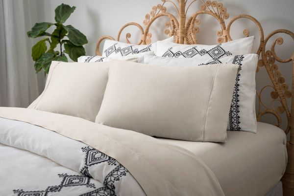 where to find the best organic cotton sheets huffpost. Black Bedroom Furniture Sets. Home Design Ideas