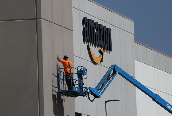 "Amazon <a href=""https://www.bizjournals.com/sacramento/news/2017/08/10/amazon-com-gives-first-look-at-sacramento.html"" target"