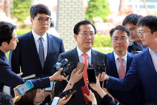박준영 민주평화당 의원이 2016년 5월2일 '공천헌금' 을 받은 혐의로 검찰 수사를 받으러 서울 남부지방검찰청에 출석했을 당시의