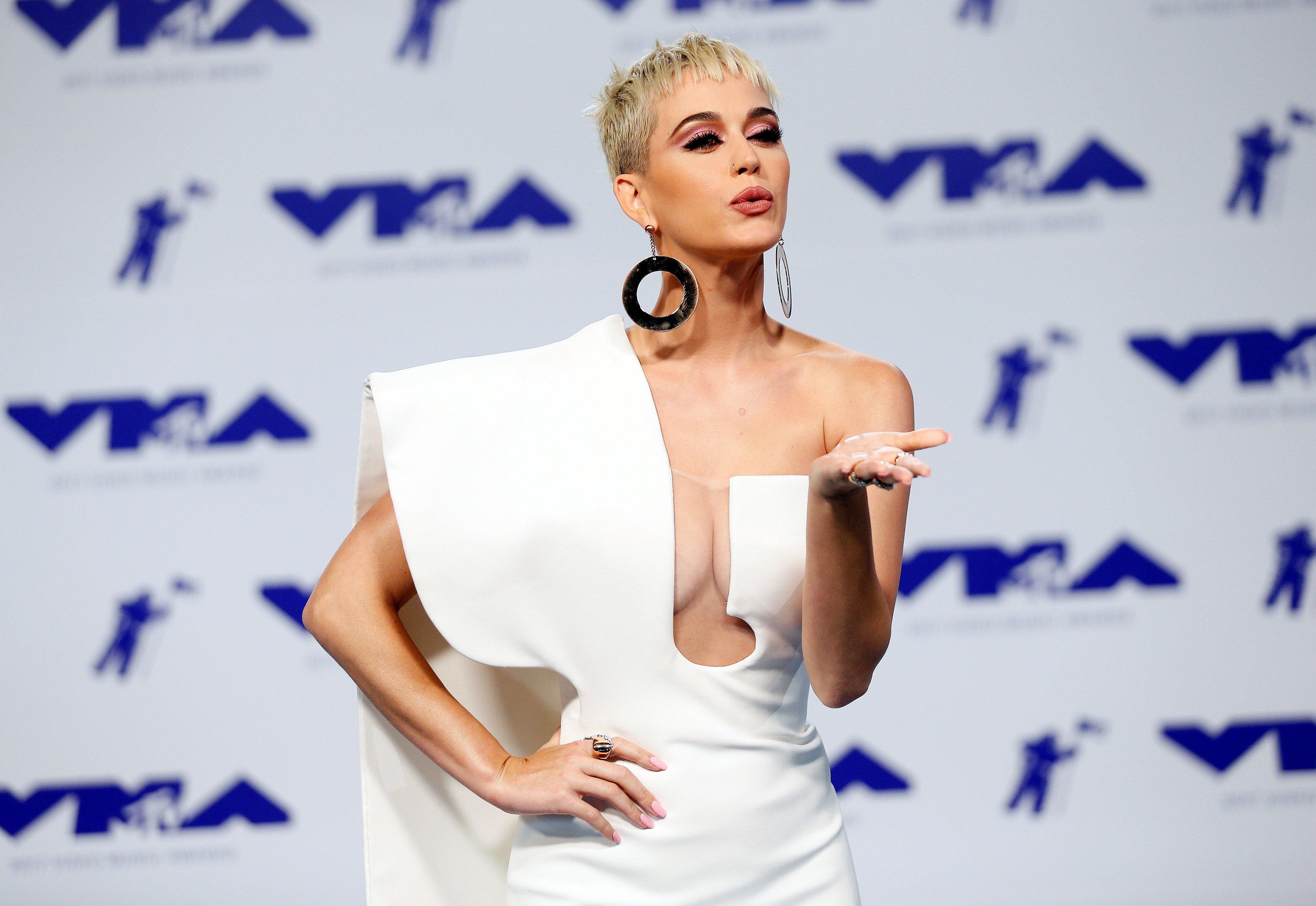 Δέκα χρόνια μετά, η Katy Perry έχει άλλη γνώμη για το «I Kissed A