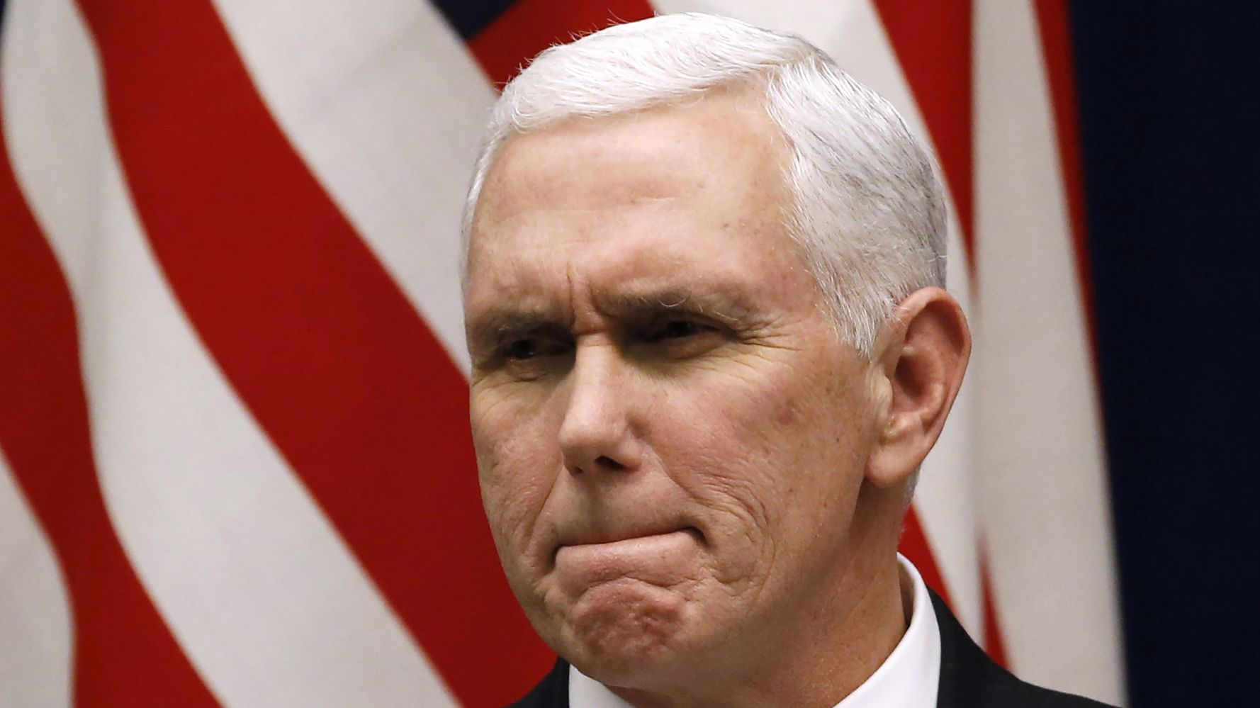 Westlake Legal Group 5a7c031a2000004d00eae34e Irish Media Dumps On Pence: He Came As A Guest And 'Sh*t On The New Carpet'