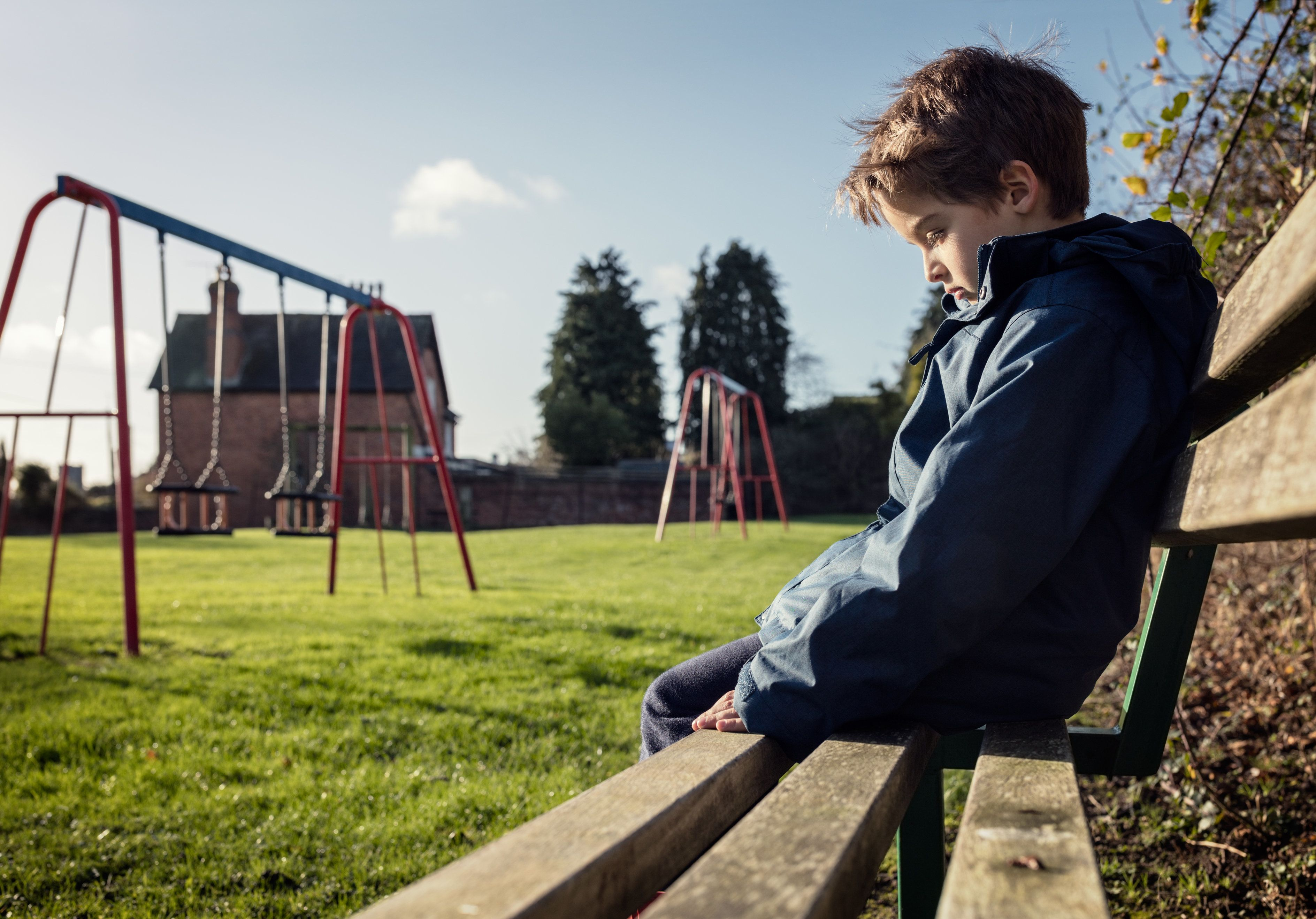 10-jähriger Junge in Regensburger Park von Mann sexuell missbraucht – Polizei sucht Zeugen