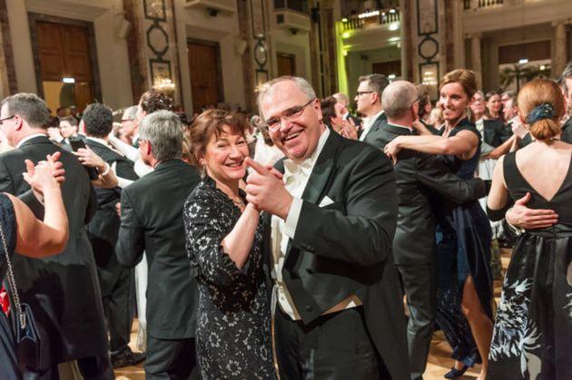 In Wien Tanzt Die Justiz Vom Opernball Zum Juristenball Huffpost
