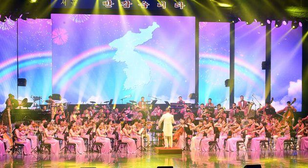 일본이 북한 예술단 공연에서 나온