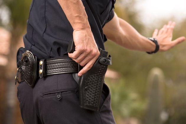 Επίθεση σε αστυνομικό στο Μενίδι. Οι δράστες του πήραν το όπλο