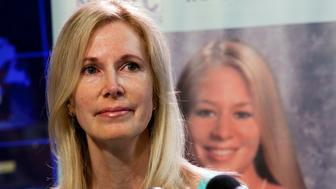 Beth Holloway, whose daughter Natalee disappeared five years ago in Aruba, speaks at the launch of the Natalee Holloway Resource Center (NHRC), a non-profit resource center created to assist the families of missing persons founded by Holloway and the National Museum of Crime & Punishment, in Washington June 8, 2010. Joran Van der Sloot, linked to the mysterious disappearance of Natalee in Aruba, has confessed to the murder of a female student in Peru, police said on Tuesday. Van der Sloot was arrested twice in the Holloway case, which was much publicized in the United States, but he was never charged due to insufficient evidence. REUTERS/Joshua Roberts    (UNITED STATES - Tags: CRIME LAW SOCIETY)