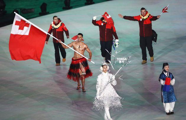 통가 올림픽 선수단의 기수는 추위를 두려워하지