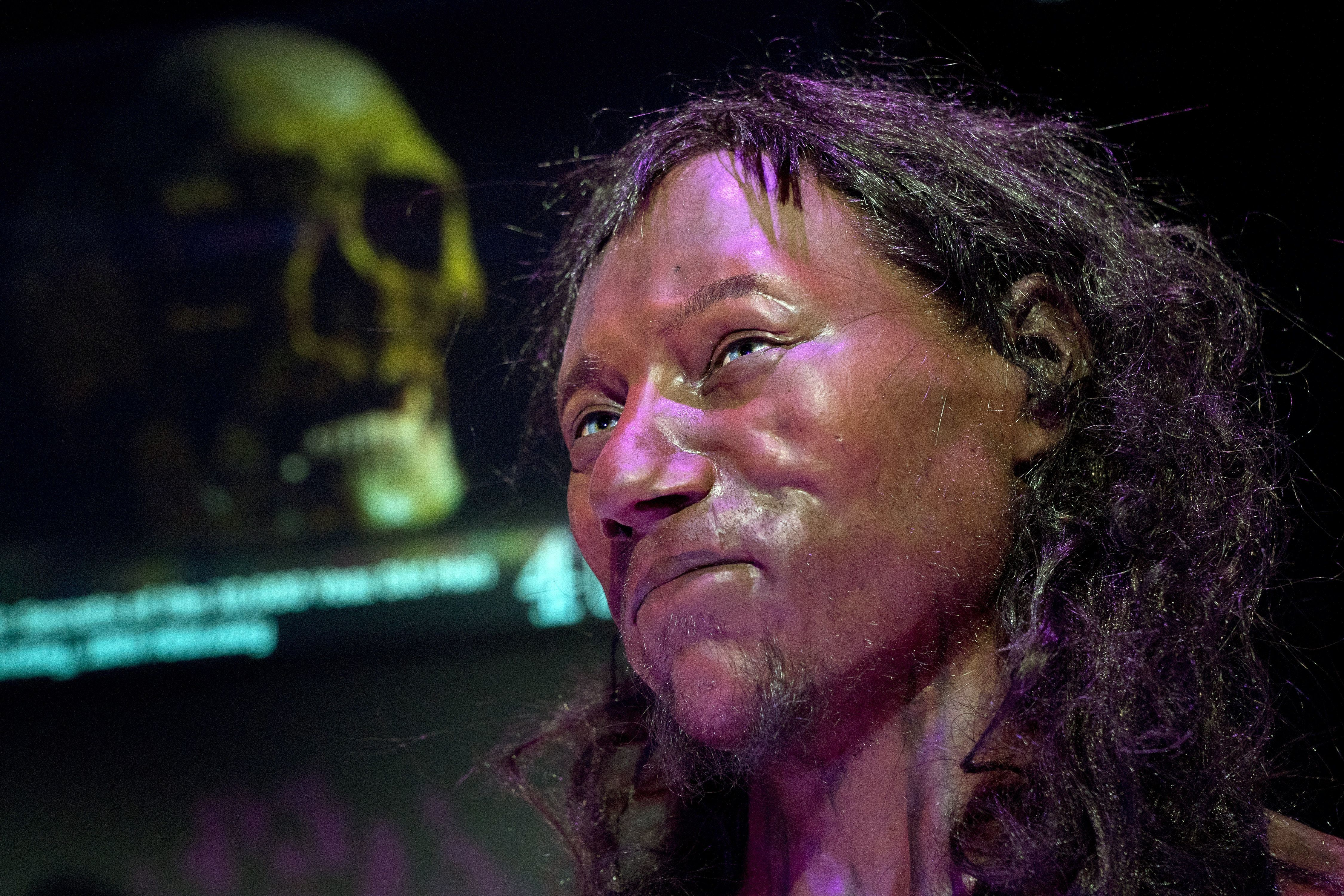 Πώς ο «Cheddar Man» μας αναγκάζει να αναθεωρήσουμε βεβαιότητες και θεωρίες περί φυλετικών