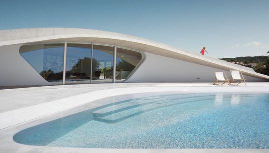 Villa Ypsilon: Το πιο διάσημο αρχιτεκτονικό πρότζεκτ στη Φοινικούντα της Πελοποννήσου, χτίστηκε «για το καδράρισμα της
