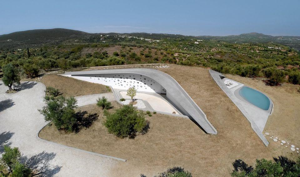 Villa Ypsilon: Το πιο διάσημο αρχιτεκτονικό πρότζεκτ στη Φοινικούντα της Πελοποννήσου, χτίστηκε «για...