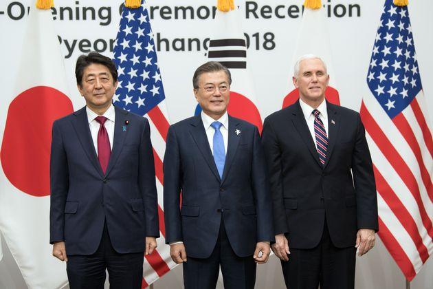 백악관이 펜스 부통령의 '외교 결례' 논란을
