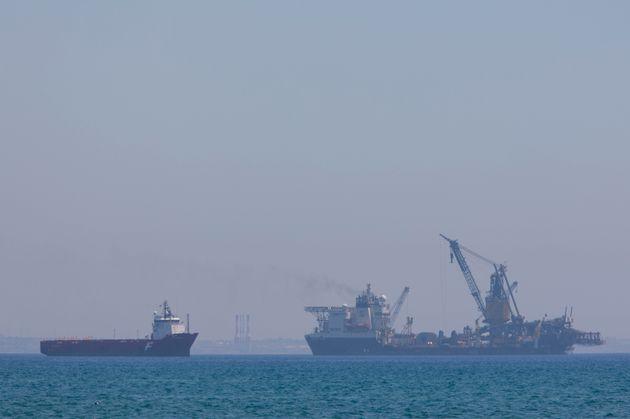 Κύπρος: Τουρκικά πολεμικά πλοία παρεμπόδισαν τον πλουν του γεωτρύπανου της