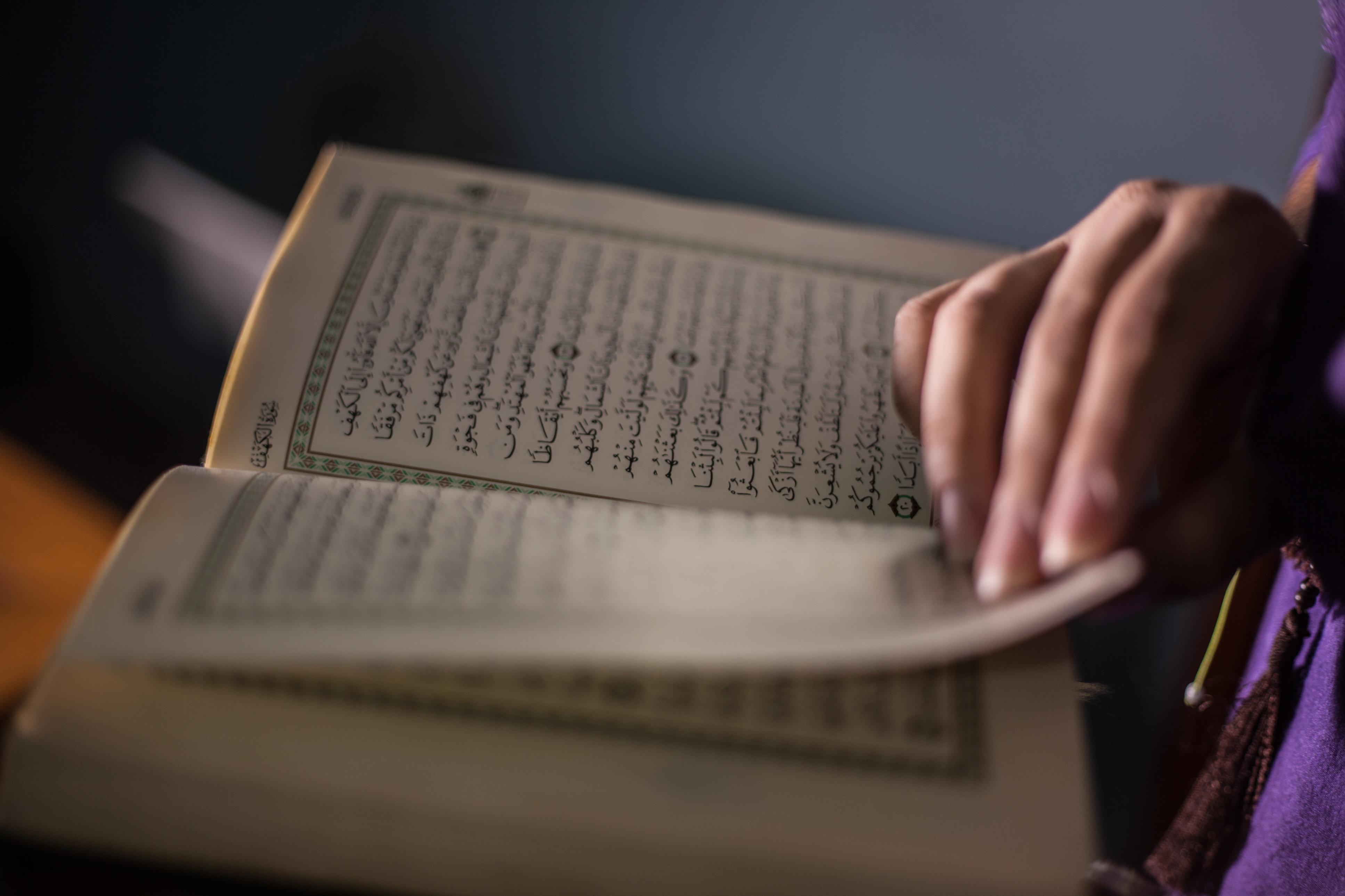 Islam-Hasser verbrennt Koran – ein muslimischer Anwalt gibt ihm eine überraschende Antwort