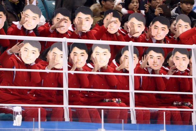 북한 응원단의 '가면'에 대한 통일부의 해명이