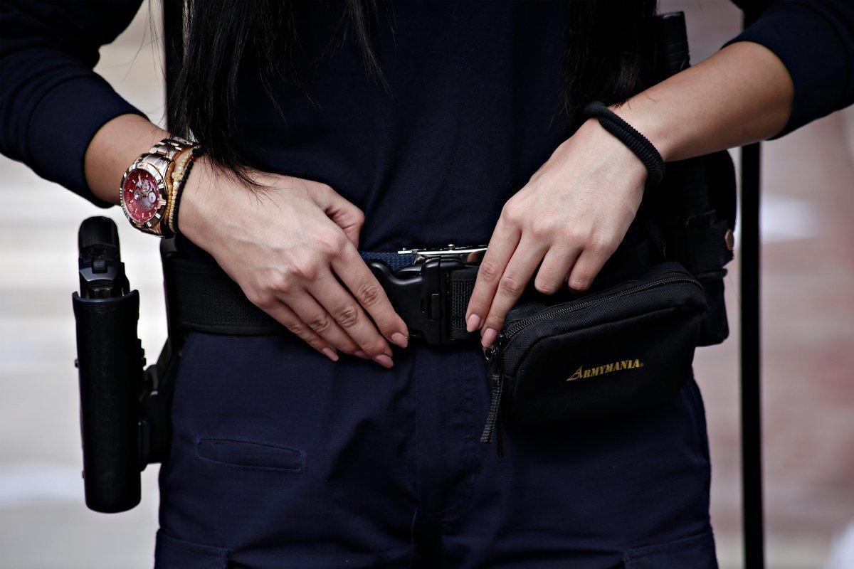 Ελληνογαλλίδα προσπάθησε να «λαδώσει» αστυνομικό για να εμφανίζεται νεότερη στην ταυτότητά