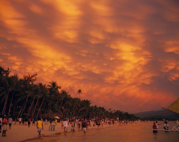 필리핀 대통령이 보라카이 섬 폐쇄를 언급한