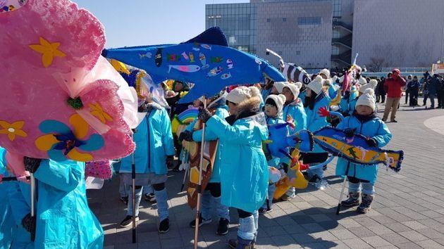 강원도 초등학생들이 온 몸으로 평창올림픽 참가국을