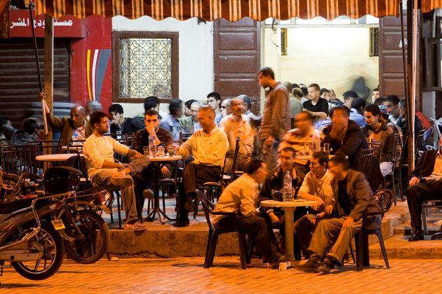 Männer in einem Café in
