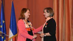Το μετάλλιο της Λεγεώνας της Τιμής απονεμήθηκε στην πρόεδρο της «ΜΕΤΑδρασης» Λώρα