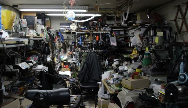 [그림 6] 스승이자 동료로 작업장을 공유하며 어려운 시기를 함께 견뎠던 원영환 기능장의 세공 책상과