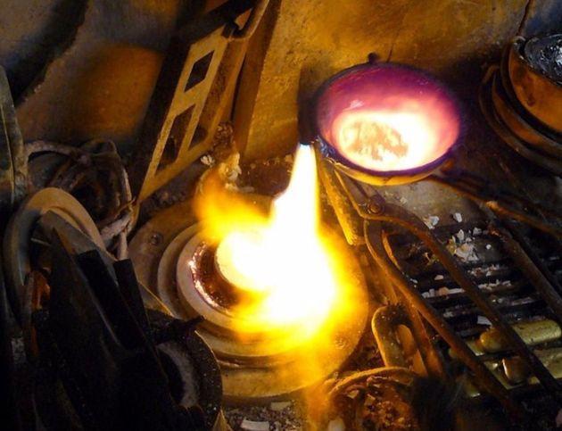 [그림 8] 은을 녹여 붓는 주물 작업으로 아침을 시작하던