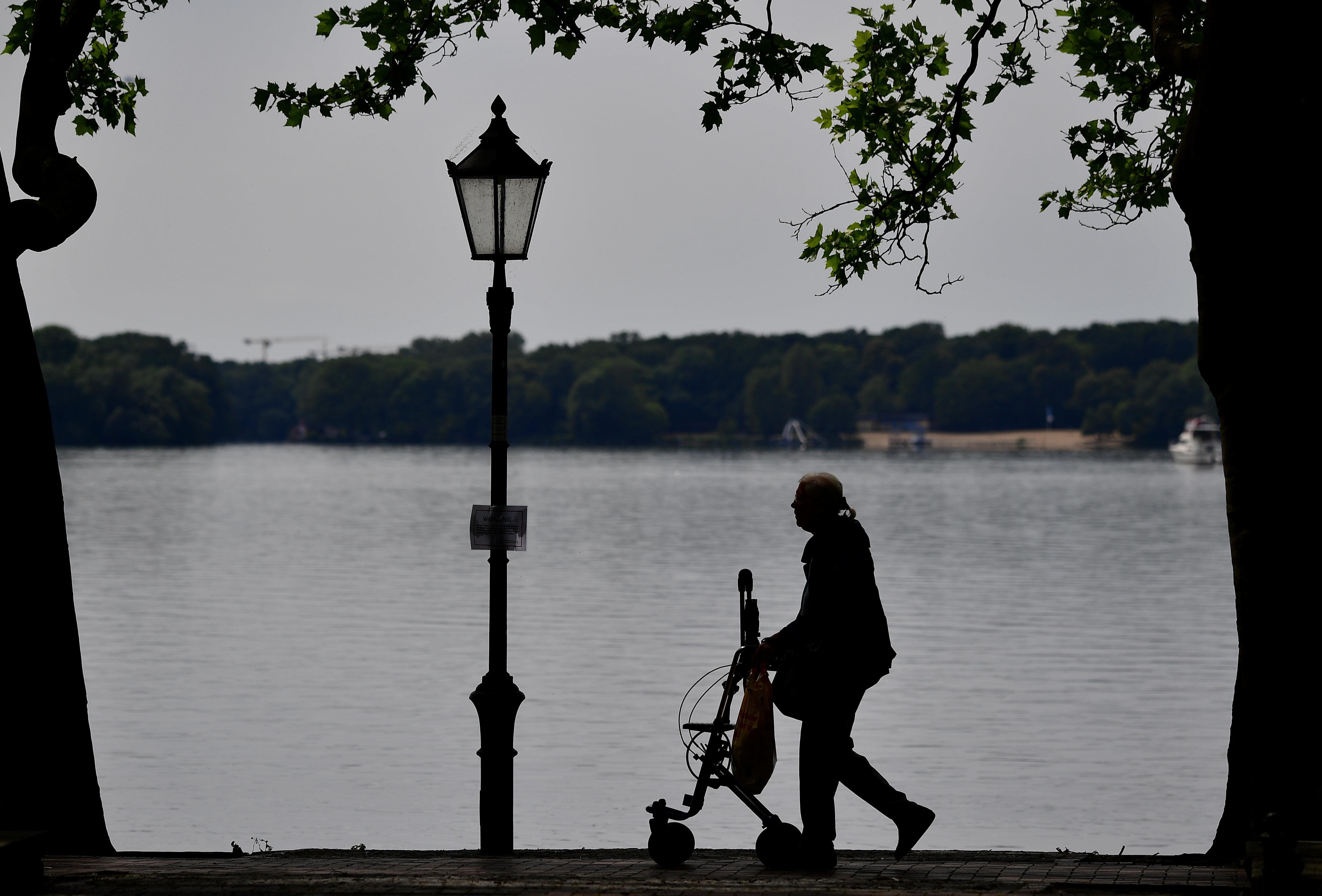 Top-News To Go: Jeder dritte Alleinstehende ist von Armut bedroht