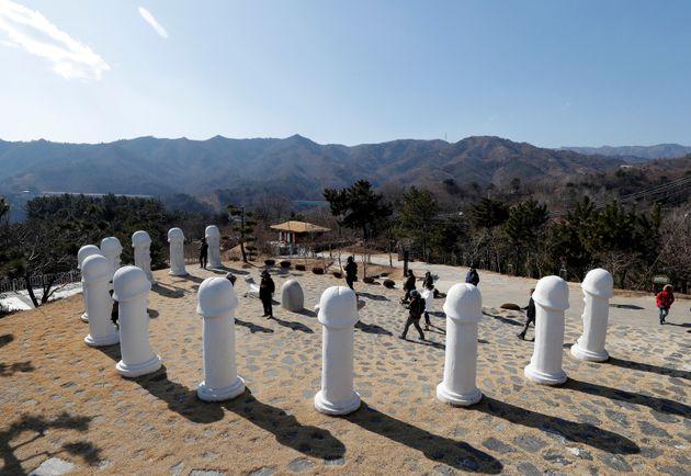 Το πάρκο με τα πέη στη Ν. Κορέα ως αξιοθέατο των Χειμερινών Ολυμπιακών