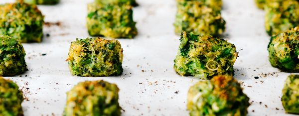 """<strong>Get the<a href=""""http://iamafoodblog.com/cheddar-cheese-broccoli-tots/"""" target=""""_blank""""> Cheddar Cheese Broccoli Tots<"""