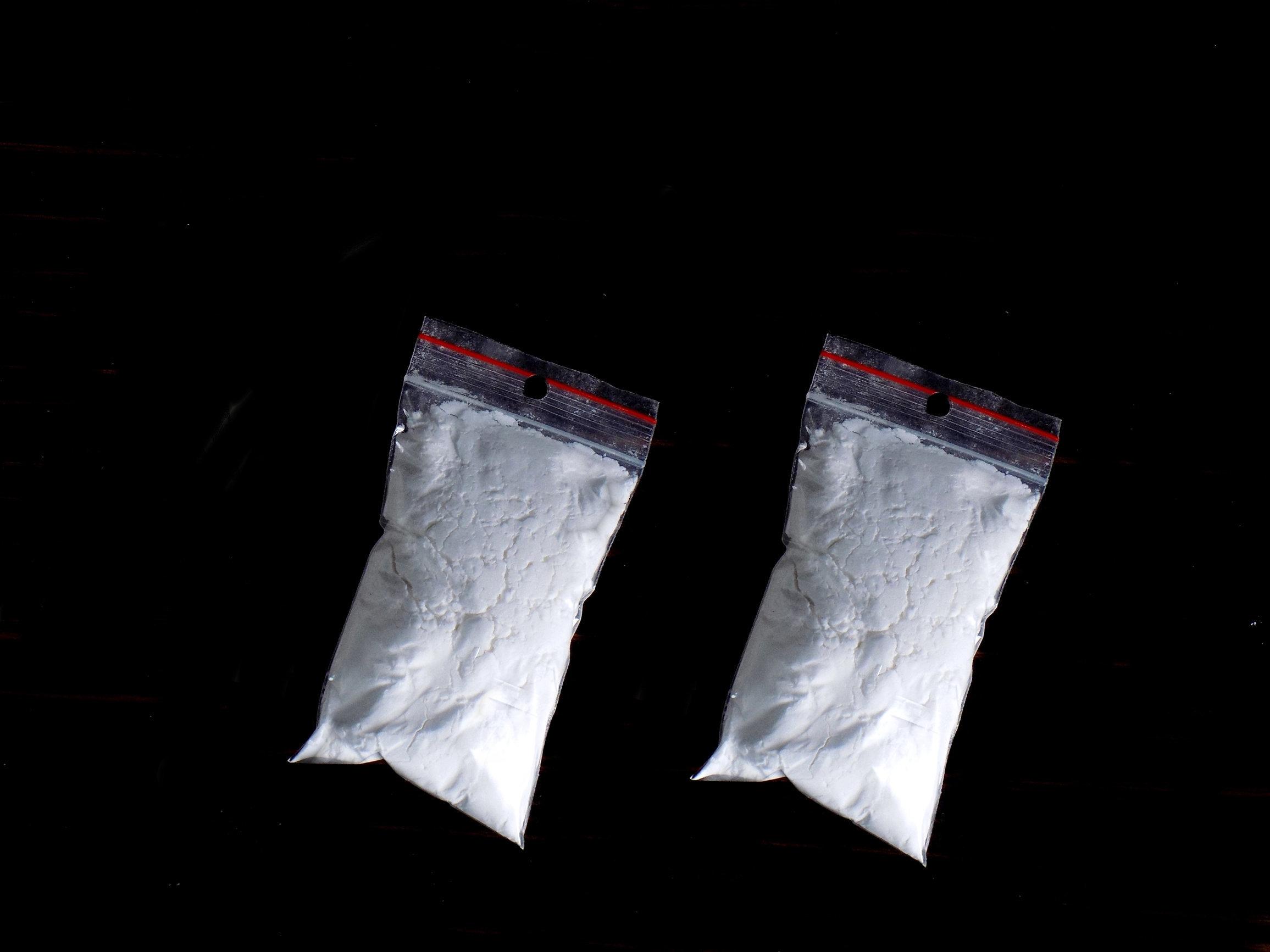 Η ΕΛ.ΑΣ. ψάχνει τον άνδρα που πέταξε 22 κιλά κοκαΐνης και χασίς στη Νέα