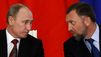 Russia's President Vladimir Putin (L) and Russian tycoon Oleg Deripaska attend a signing ceremony after talks with the Chinese delegation at the Kremlin in Moscow March 22, 2013. En+ Group, parent of the world's top aluminium producer UC RUSAL, said on Friday it had reached an agreement with Shenhua Group and China Development Bank to develop coal resources in Eastern Russia. En+ Group, an energy group controlled by Russian tycoon Oleg Deripaska, said China Development Bank will provide funding of up to $2 billion to En+ Group and Shenhua Group, the world's largest coal producer, for the project in Eastern Siberia and the Far East region of Russia. REUTERS/Sergei Karpukhin (RUSSIA - Tags: POLITICS BUSINESS ENERGY)