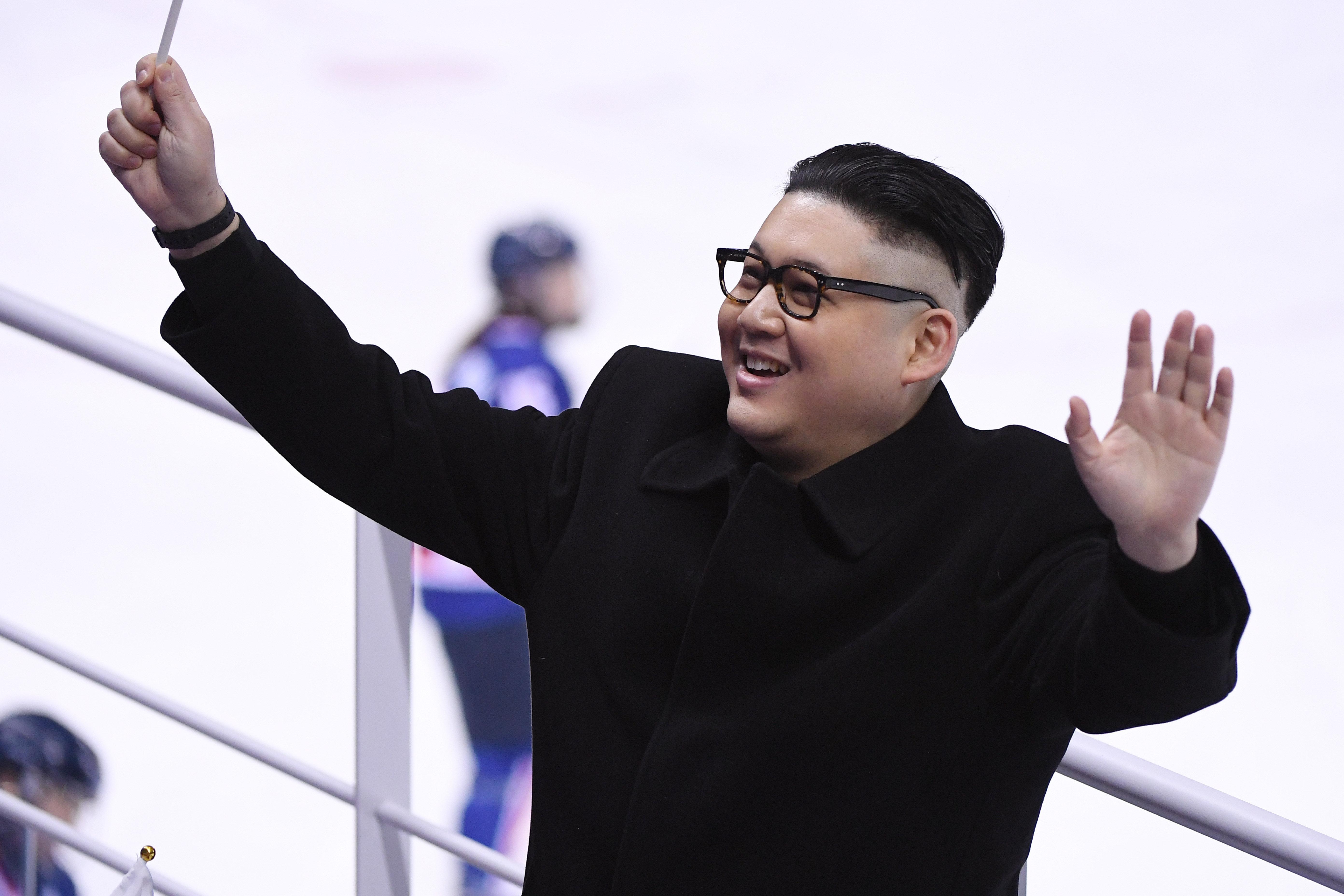이 남자를 본 북한 응원단은