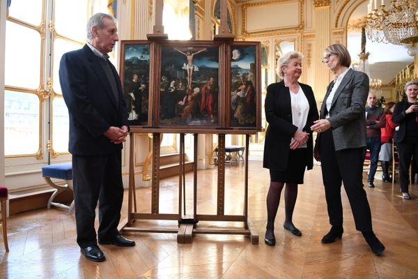 French Culture Minister Francoise Nyssen (R) poses with Henrietta Schubert (2ndR) and Christopher Bromberg (L), right holders