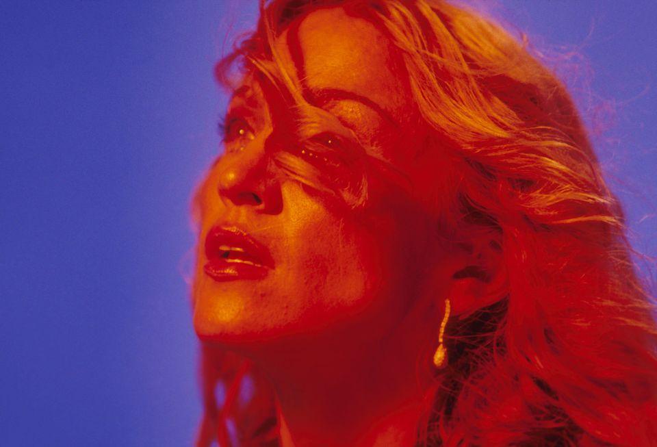 7e64746da A morte de Gianni Versace e o renascimento de Madonna com 'Ray of ...