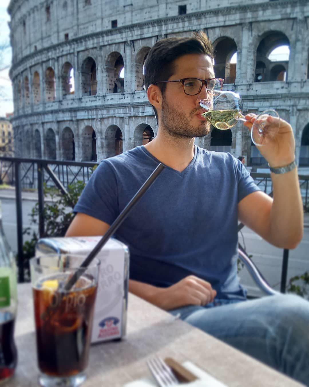 Junger Mann machte kostenlos Urlaub in 8 Ländern – die Dating-App Tinder half ihm