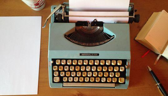Δύο συγγραφείς, από δύο διαφορετικές γενιές