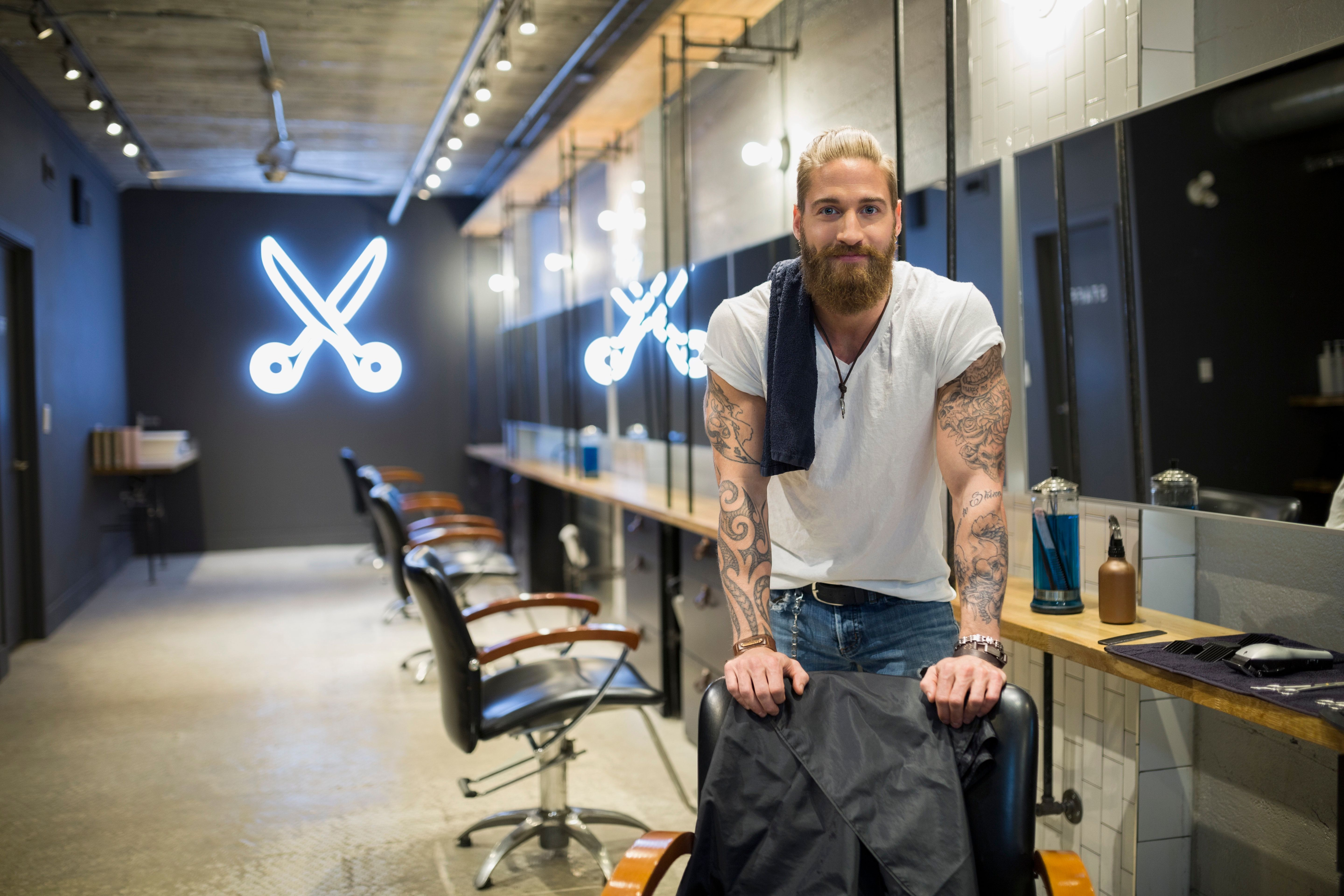 /'Probably the Best Hairdresser in the World/' Funny Hairdressing Men/'s T-shirt