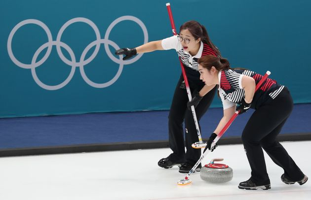여자 컬링팀이 세계랭킹 2위 스위스를