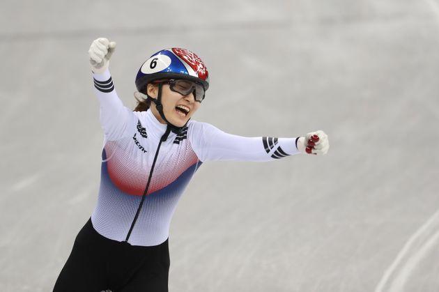 최민정이 여자 쇼트트랙 1500m에서 압도적인 경기력으로 금메달을