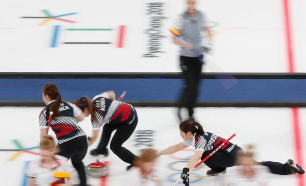 여자 컬링 대표팀이 영국을 꺾고 2연승을