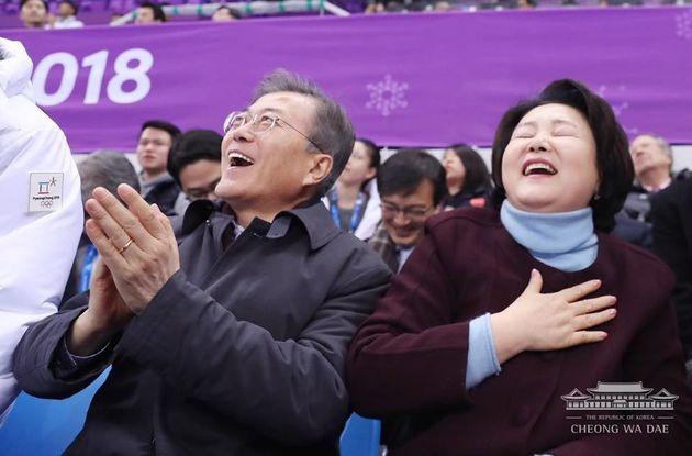 쇼트트랙 경기를 보던 김정숙 여사의 5단