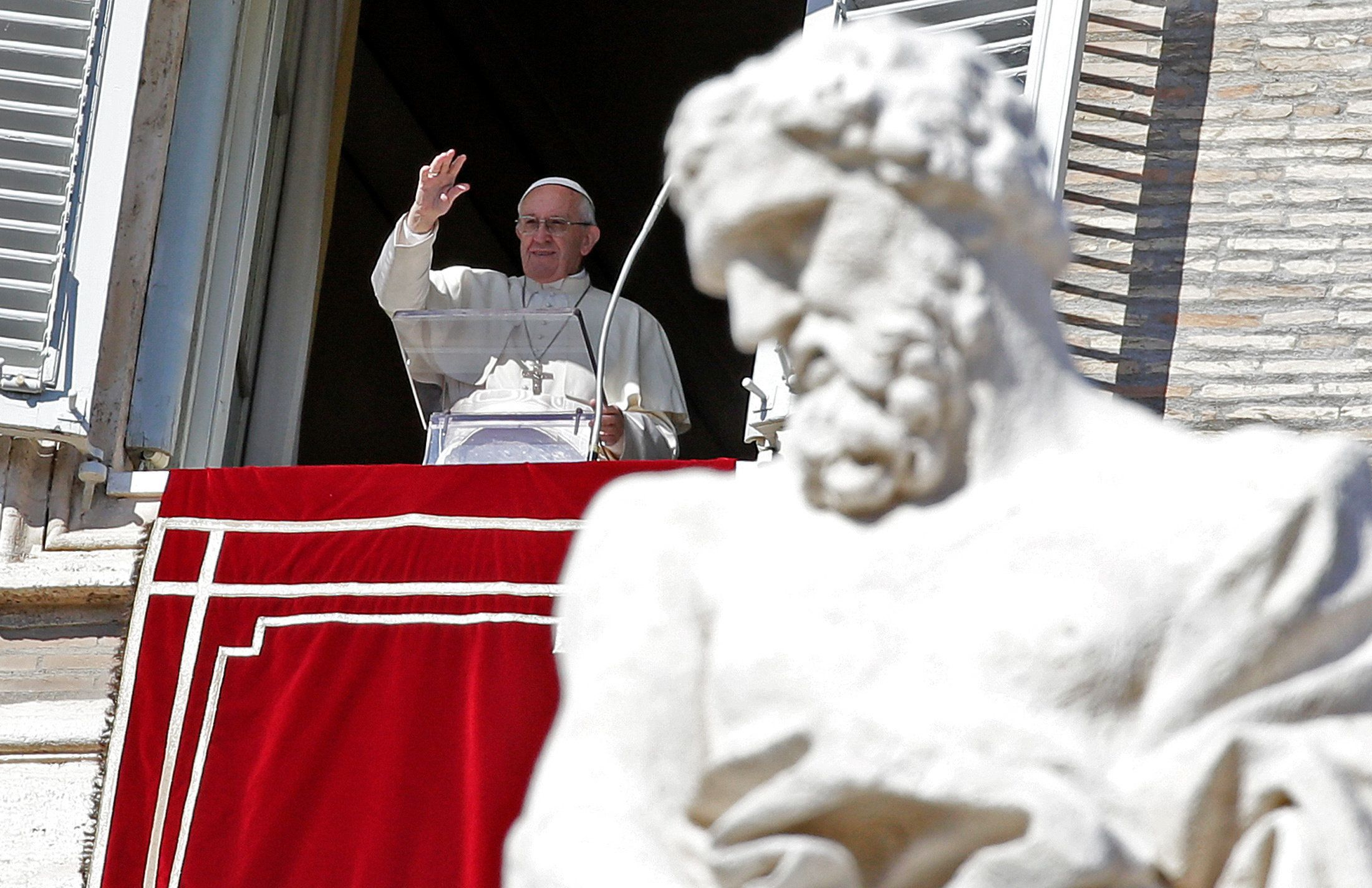 Pope Francis leads the Angelus prayer in Saint Peter's Square at the Vatican February 4, 2018.   REUTERS/Max Rossi
