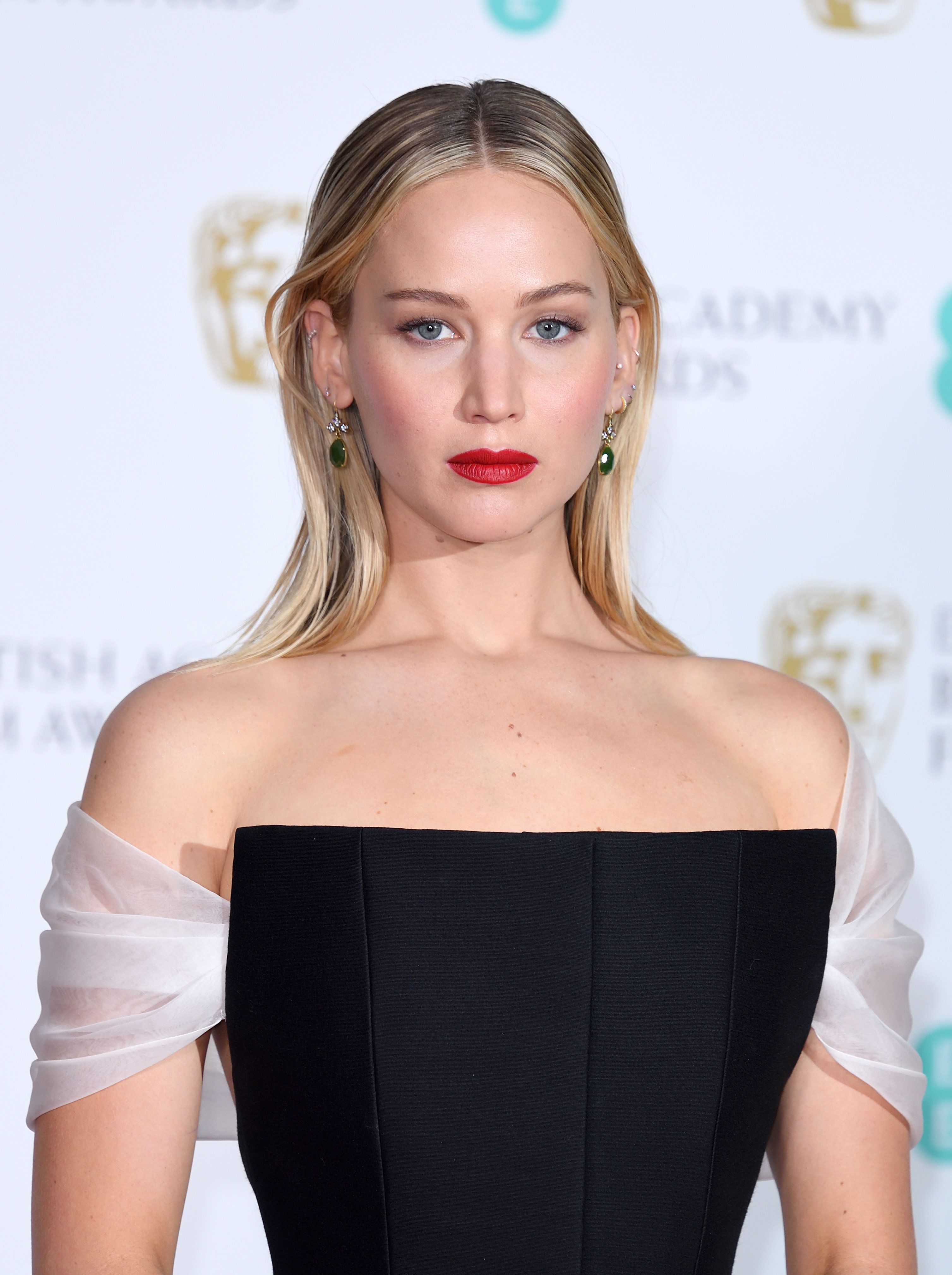 LONDON, ENGLAND - FEBRUARY 18:  Jennifer Lawrence poses in the press room during the EE British Academy Film Awards (BAFTAs) held at the Royal Albert Hall on February 18, 2018 in London, England.  (Photo by Karwai Tang/WireImage)